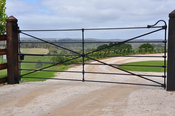horizontal bar farm gates | Farmweld