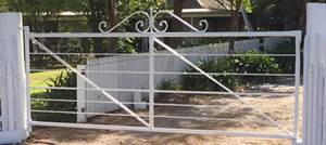 This heritage style farm gate was based on the gate to the entrance of Wombat Park in Daylesford. The Daylesford gate is heavier and more solid than other farm gates, with hand forged details.